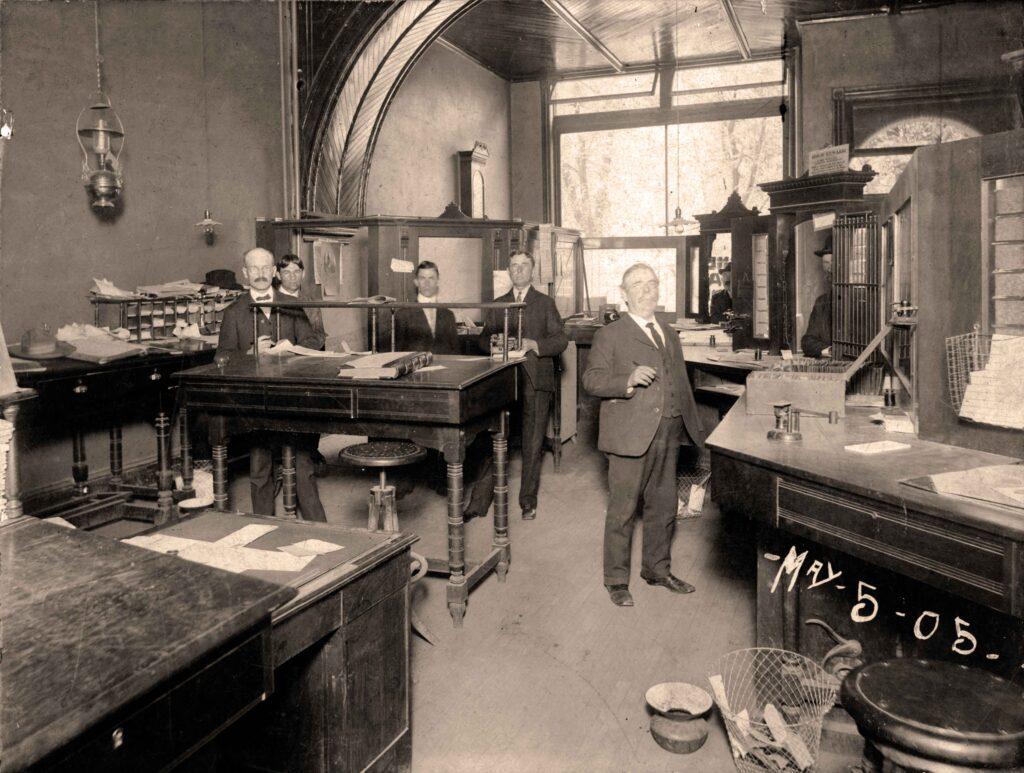 inside bank 1905
